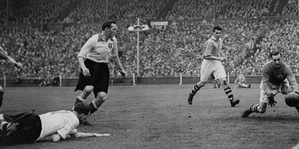 10 Footballs 1920s Highlights Image